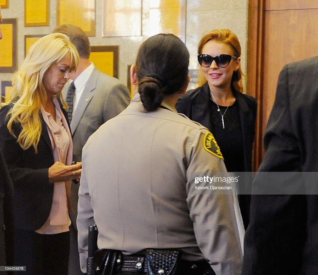 Actress Lindsay Lohan arrives for a mandatory court