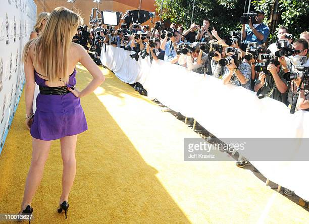 Actress Lindsay Lohan arrives to the 2008 MTV Movie Awards at the Gibson Amphitheatre on June 1, 2008 in Universal City, California.