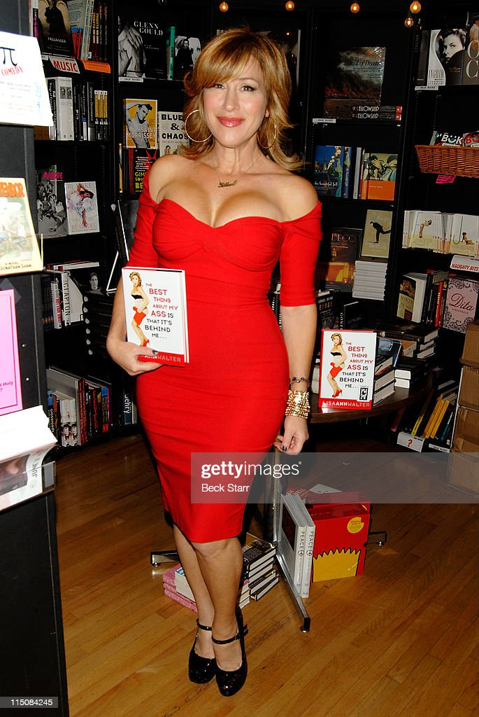 Actress Lisa Ann Walter Signs Copies Of Her New Book -5891