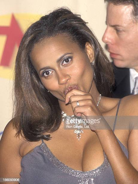Actress Lisa Nicole Carson attends the Fifth Annual Screen Actors Guild Awards on March 7 1999 at Shrine Auditorium in Los Angeles California