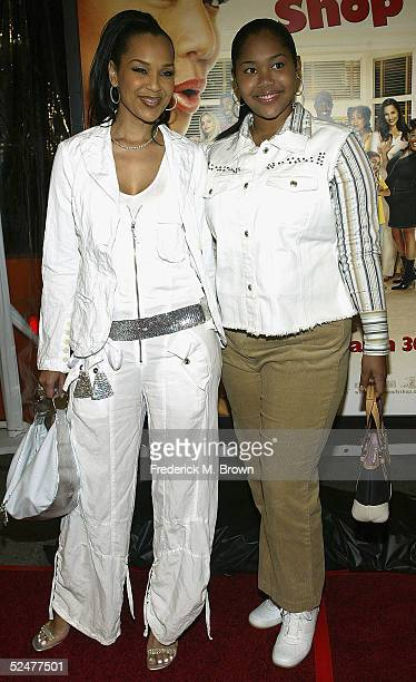 Actress Lisa Raye and her daughter attend the Beauty Shop film premiere at the Mann National Theater on March 24 2005 in Westwood California