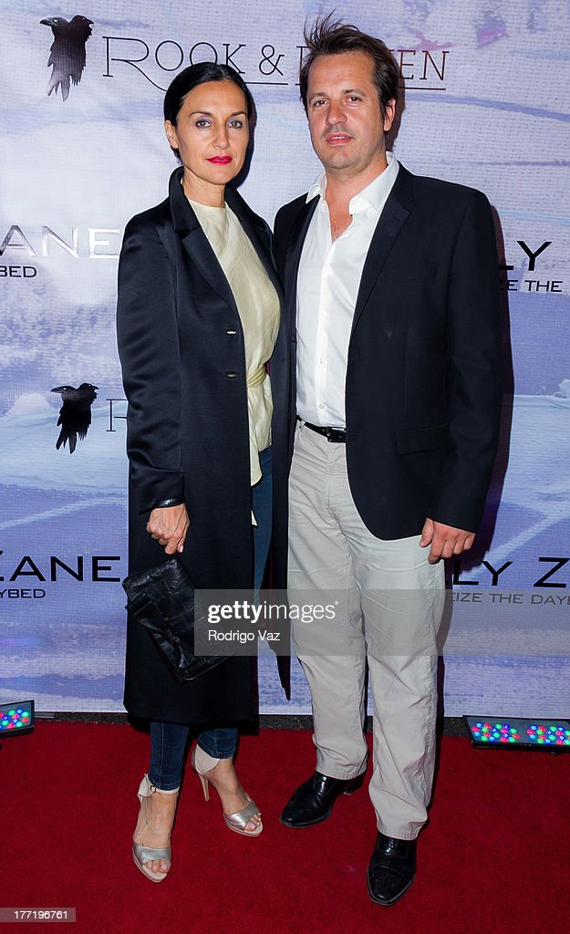 Actress Lisa Zane (L) attends the artist's reception for Billy Zane's solo art exhibition 'Seize The Day Bed' on August 21, 2013 in Los Angeles, California.
