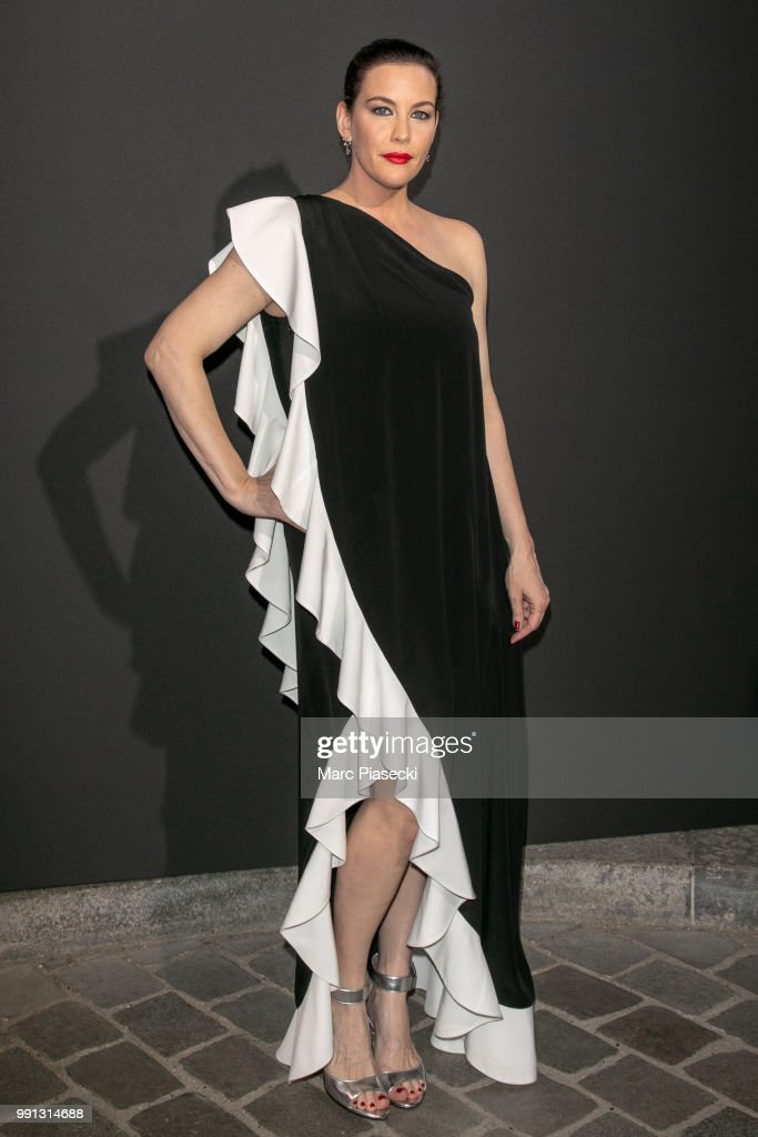 actress-liv-tyler-attends-the-vogue-foundation-dinner-photocall-as-picture-id991314688