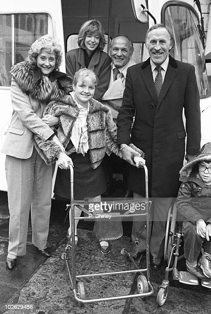 Actress Liz Fraser Angharad Rees boxer Henry Cooper and television presenter Bruce Forsyth at a Wig and Pen club charity event in London England on...