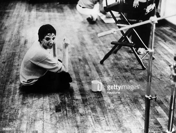 Actress Liza Minnelli in Germany for a series of shows takes a tea break during rehearsals