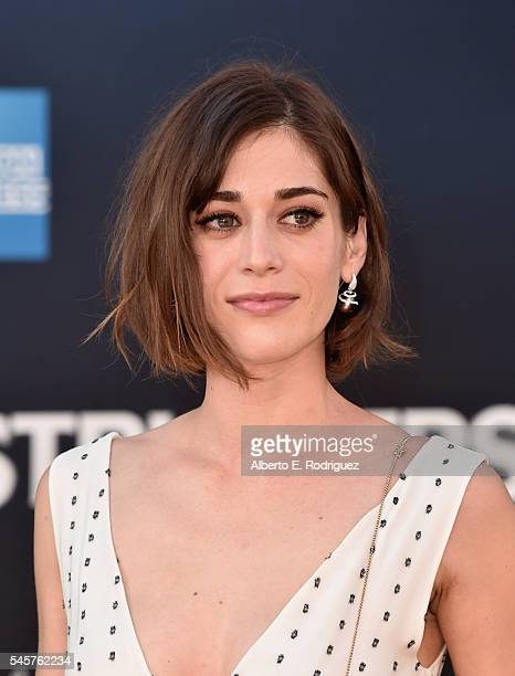 Actress Lizzy Caplan arrives at the Premiere of Sony Pictures' 'Ghostbusters' at TCL Chinese Theatre on July 9, 2016 in Hollywood, California.