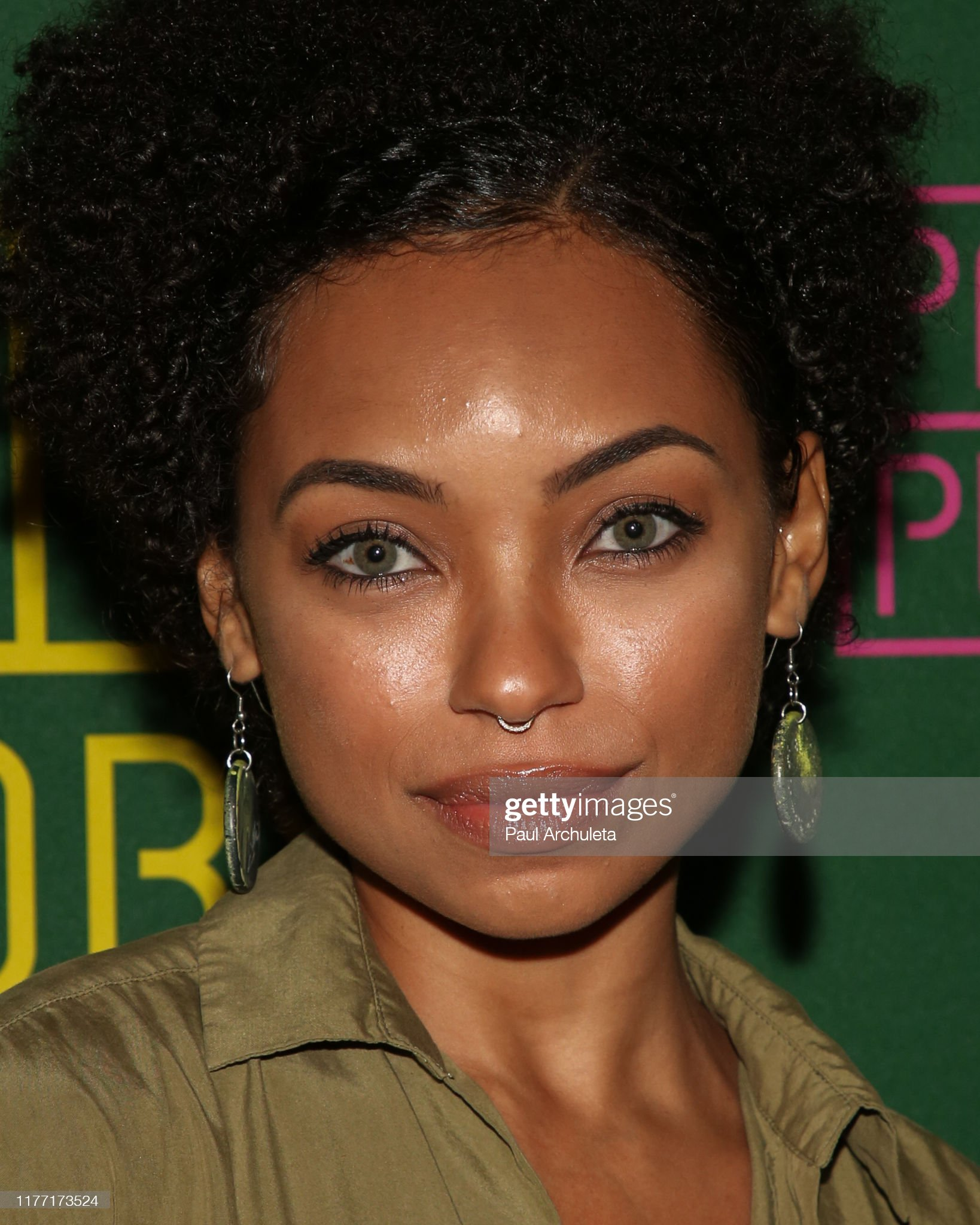 Ojos verdes - Famosas y famosos con los ojos de color VERDE Actress-logan-browning-attends-the-opening-night-of-little-shop-of-picture-id1177173524?s=2048x2048