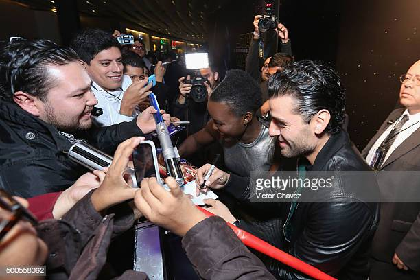 """Actress Lupita Nyong'o and actor Oscar Isaac sign autographs during the """"Star Wars: The Force Awakens"""" Mexico City premiere fan event at Cinemex..."""