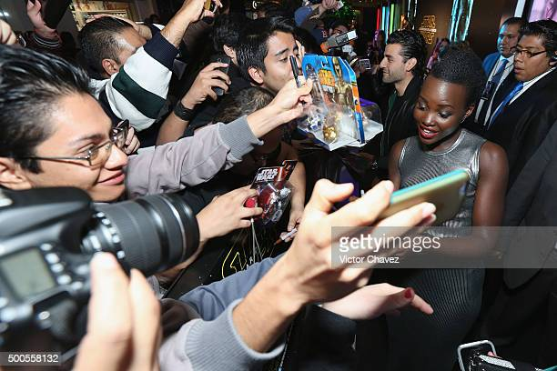 """Actress Lupita Nyong'o signs autographs and takes selfies with fans during the """"Star Wars: The Force Awakens"""" Mexico City premiere fan event at..."""
