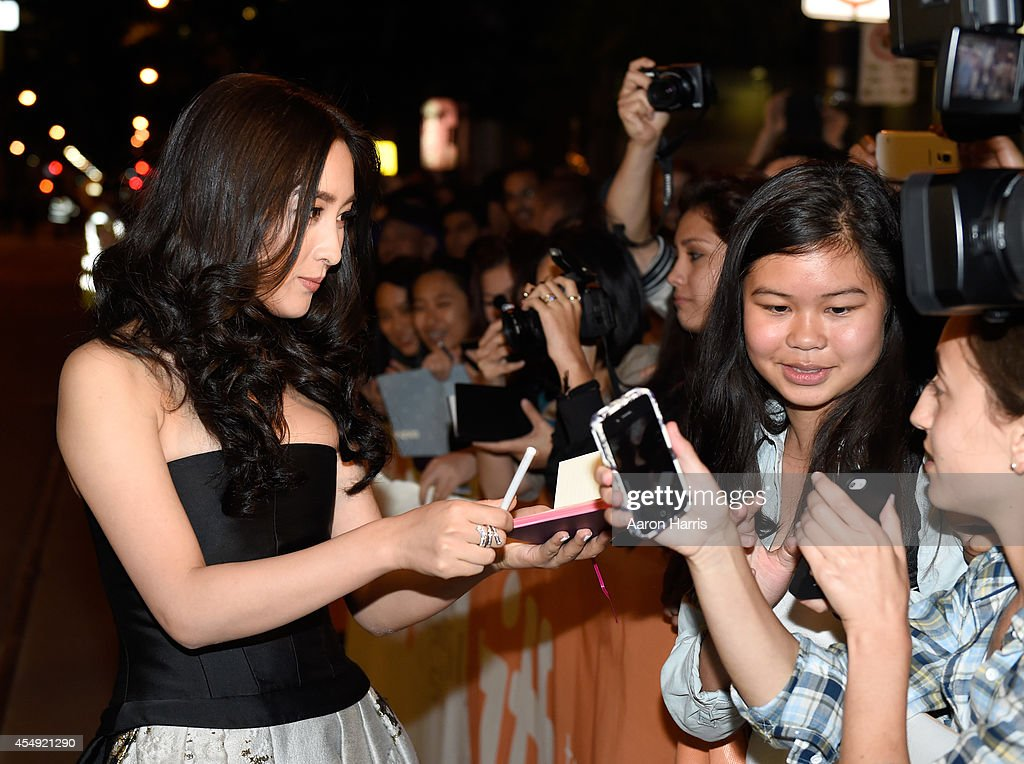 Actress Ma Su Attends The Breakup Buddies Premiere During The 2014 News Photo Getty Images