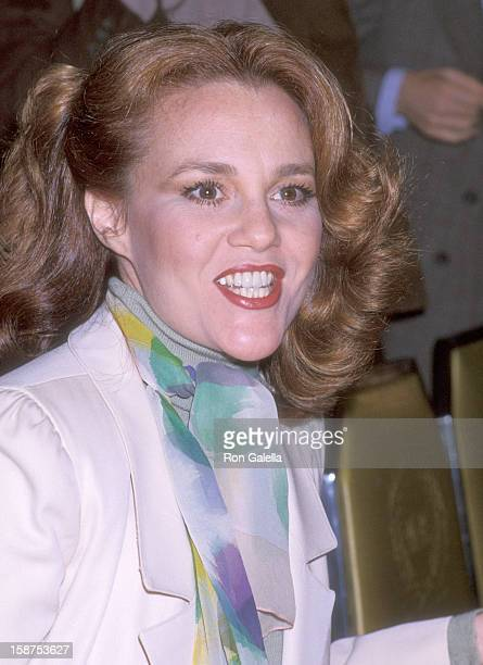 Actress Madeline Kahn attends The Sales Executives Club of New York and Cue Magazine Present The Cue Golden Apple Awards Luncheon on November 16,...
