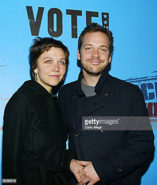 Actress Maggie Gyllenhaal and boyfriend Peter Sarsgaard arrive for Norman Lear's Declare Yourself event March 2 2004 in Beverly Hills CA 'Declare...