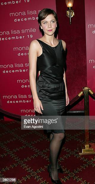 "Actress Maggie Gyllenhaal arrives at the world premiere of ""Mona Lisa Smile"" at the Ziegfeld Theatre December 10, 2003 in New York City."