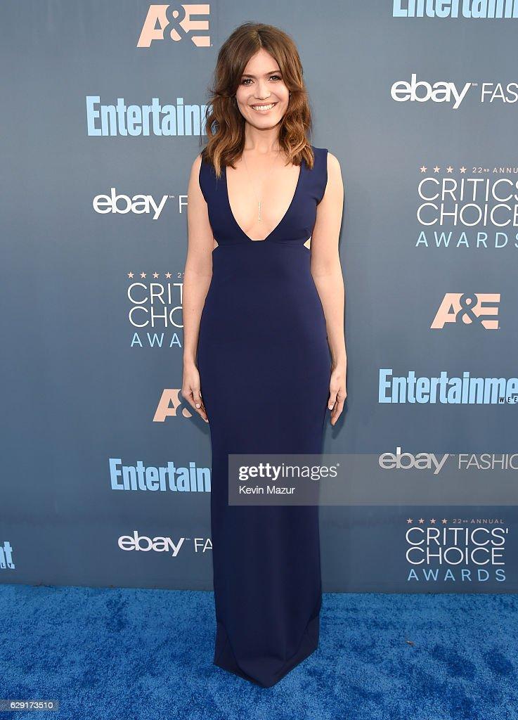 Actress Mandy Moore attends The 22nd Annual Critics' Choice Awards at Barker Hangar on December 11, 2016 in Santa Monica, California.