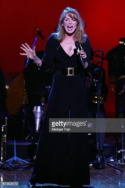 Actress Marcia Strassman performs at the What A Pair 6 a celebrity concert benefiting The John Wayne Cancer Institute at St John's Health Center held...