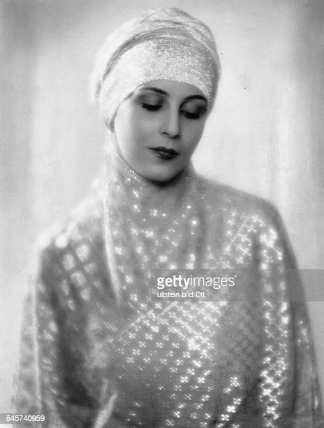 Actress Margit Barnay Portrait by KoenigRohde 1927