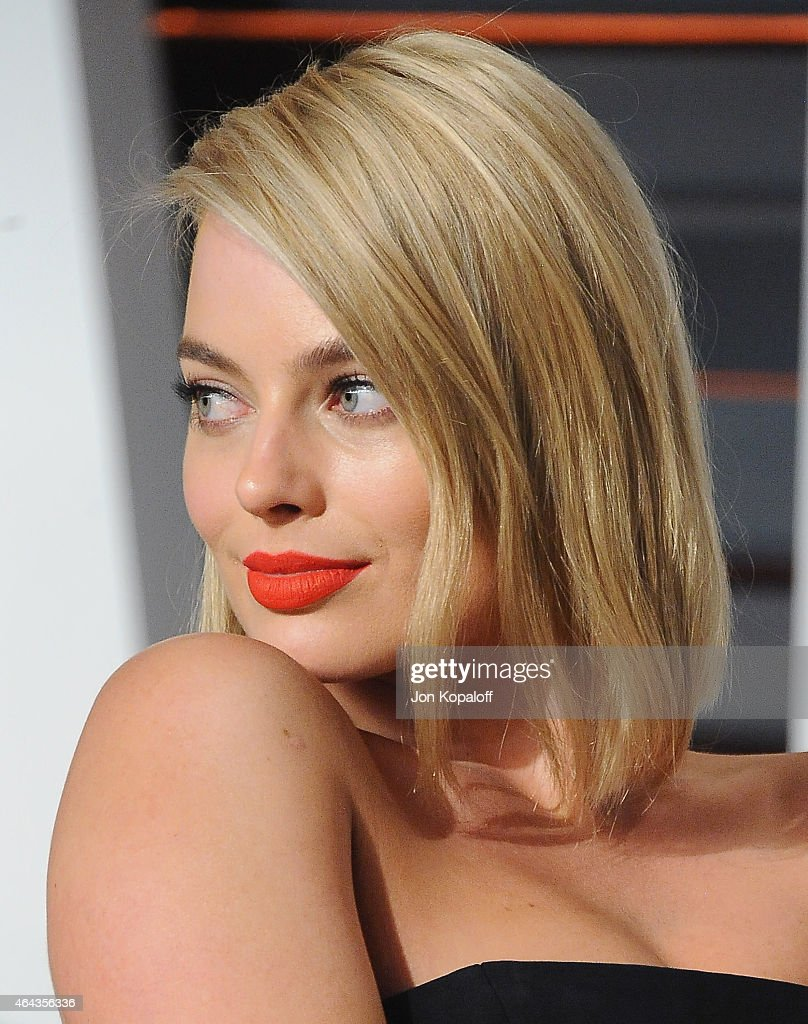 Actress Margot Robbie arrives at the 2015 Vanity Fair Oscar Party Hosted By Graydon Carter at Wallis Annenberg Center for the Performing Arts on February 22, 2015 in Beverly Hills, California.