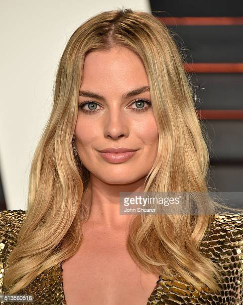Actress Margot Robbie arrives at the 2016 Vanity Fair Oscar Party Hosted By Graydon Carter at Wallis Annenberg Center for the Performing Arts on...