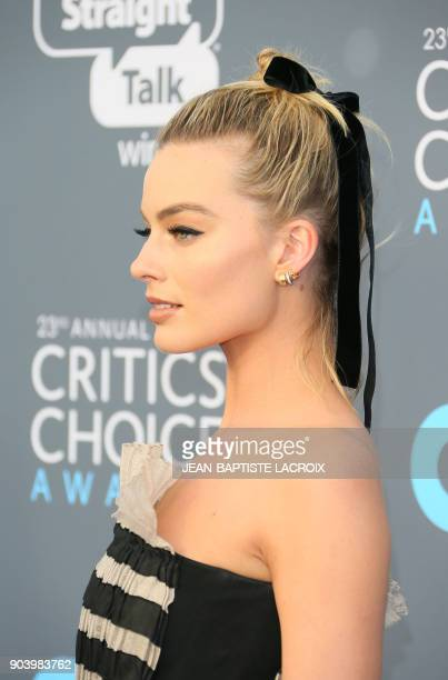 Actress Margot Robbie arrives the 23rd annual Critics' Choice Awards at the Barker Hangar on January 11 in Santa Monica California / AFP PHOTO /...