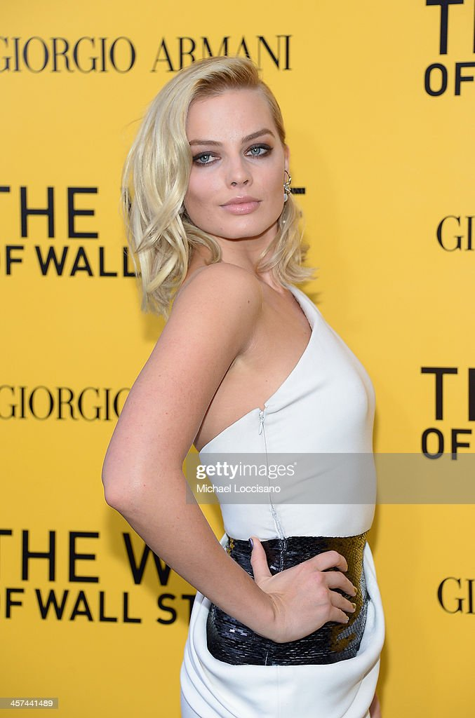 Actress Margot Robbie attends Giorgio Armani Presents: 'The Wolf Of Wall Street' world premiere at the Ziegfeld Theatre on December 17, 2013 in New York City.