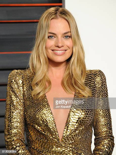 Actress Margot Robbie attends the 2016 Vanity Fair Oscar Party hosted By Graydon Carter at Wallis Annenberg Center for the Performing Arts on...
