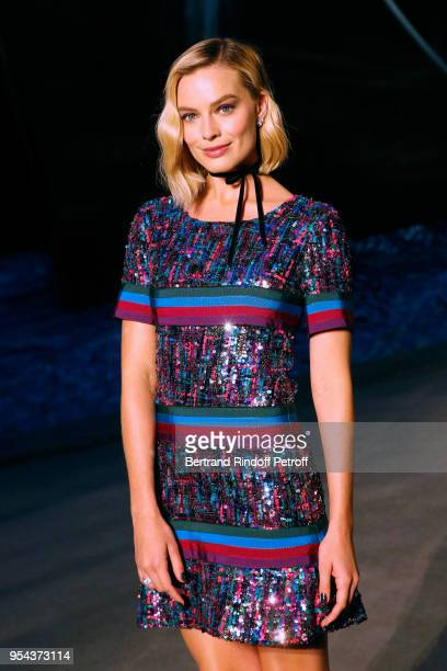 ACtress Margot Robbie attends the Chanel Cruise 2018/2019 Collection : Photocall, at Le Grand Palais on May 3, 2018 in Paris, France.