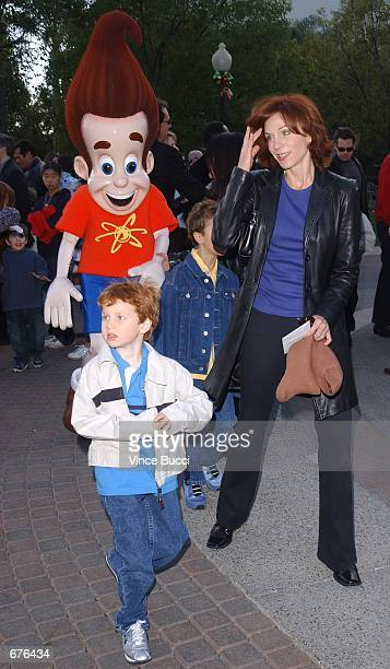 Actress Marilu Henner and her sons attend the premiere of the animated film Jimmy Neutron Boy Genius December 9 2001 at Paramount Studios in...