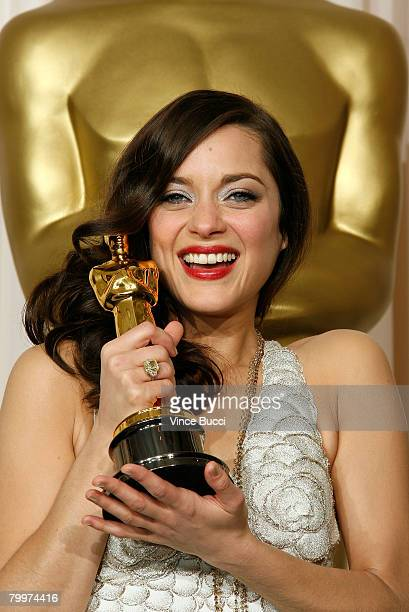 TELECAST*** Actress Marion Cotillard winner of the Performance By An Actress In A Leading Role award for La Vie en Rose poses in the press room...