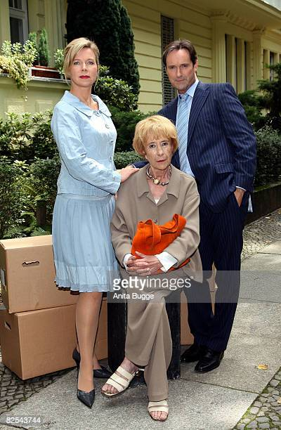 Actress Marion Kracht actress Rosemarie Fendel and actor Helmut Zierl attend a photocall to promote the new season of their series Familie Sommerfeld...