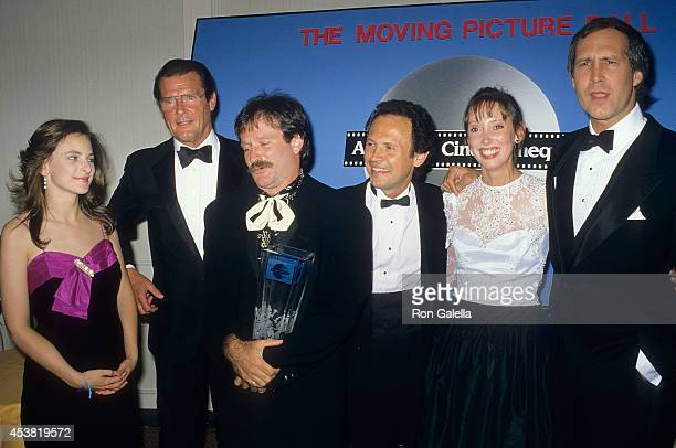 Actress Marlee Matlin actor Roger Moore actor Robin Williams actor Billy Crystal actress Shelley Duvall and actor Chevy Chase attend the Third Annual...
