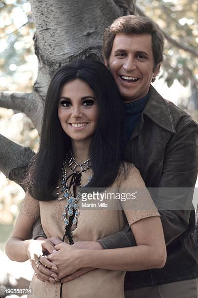 Actress Marlo Thomas and 'That Girl' costar Ted Bessell pose for a portrait in 1970 in Los Angeles California