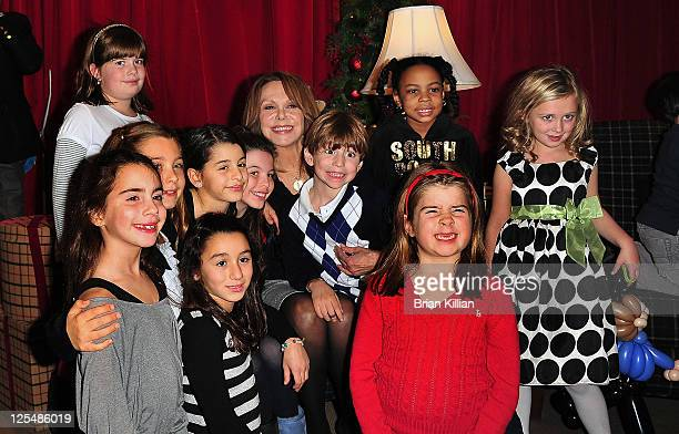 Actress Marlo Thomas reads to children during the 2010 Brooks Brothers St Jude Children's Research Hospital holiday celebration at Brooks Brothers on...