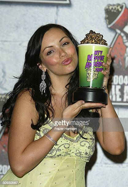 Actress Martine McCutcheon winner of Transatlantic Breakthrough poses in the pressroom at the 2004 MTV Movie Awards at the Sony Pictures Studios on...