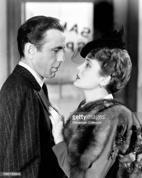 Actress Mary Astor and Humphrey Bogart in a scene from the movieThe Maltese Falcon