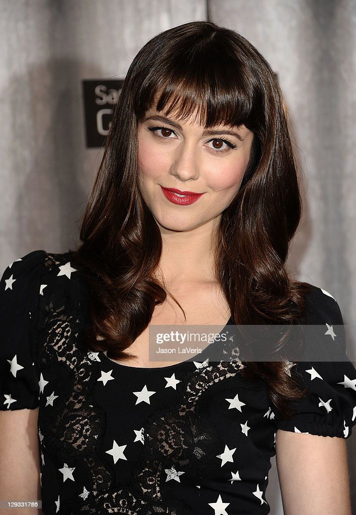 Actress Mary Elizabeth Winstead attends Spike TV's 2011 Scream Awards at Gibson Amphitheatre on October 15, 2011 in Universal City, California.
