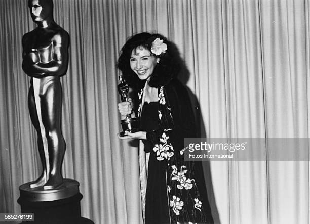 Actress Mary Steenburgen holding her Best Supporting Actress Oscar for the film 'Melvin and Howard' at the 53rd Academy Awards Los Angeles March 31st...