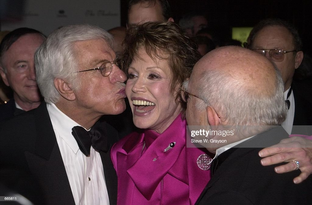 45th Thalians Annual Ball Honoring Actress Mary Tyler Moore : News Photo