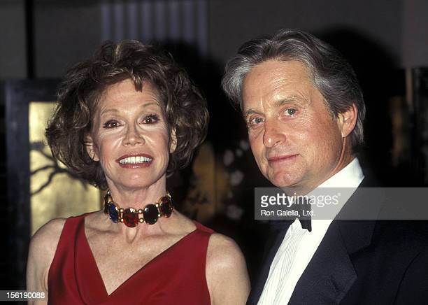 Actress Mary Tyler Moore and actor Michael Douglas attend the Juvenile Diabetes Research Foundation International Honors Edgar Bronfman Jr on May 13...