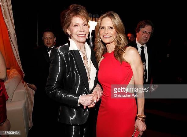 Actress Mary Tyler Moore and actress Kyra Sedgwick attend The 18th Annual Screen Actors Guild Awards broadcast on TNT/TBS at The Shrine Auditorium on...
