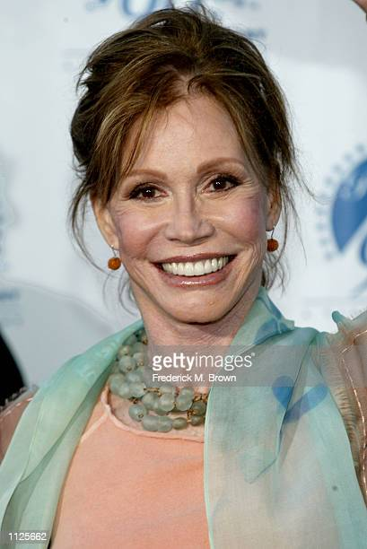 Actress Mary Tyler Moore attends Paramount Pictures 90th Anniversary Gala July 14 2002 in Los Angeles California