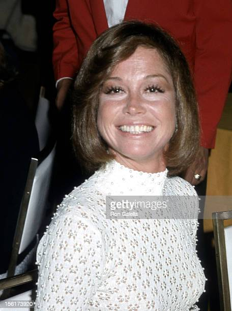 Actress Mary Tyler Moore attends the 26th Annual Directors Guild of America Awards on March 16 1974 at Beverly Hilton Hotel in Beverly Hills...