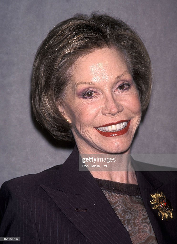 Actress Mary Tyler Moore attends the 'For the Love of Literacy' Auction to Benefit Literacy Partners on February 8, 1999 at Christie's Auction House in New York City.