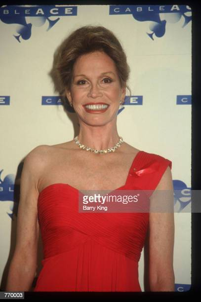 Actress Mary Tyler Moore poses January 17 1993 at the CableACE Awards in Los Angeles CA She most recently appeared in Mary Tyler Moore The 20th...