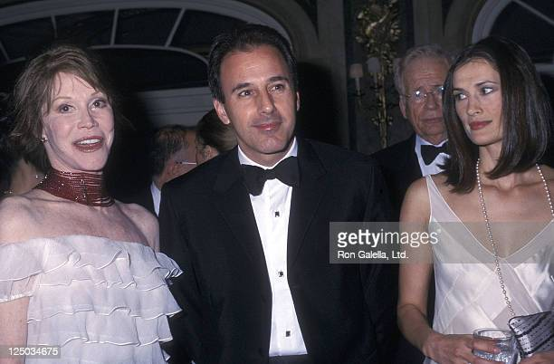Actress Mary Tyler Moore television journalist Matt Lauer and wife Annette Roque attend the Fifth Annual ASPCA Bergh Ball on April 25 2002 at The...