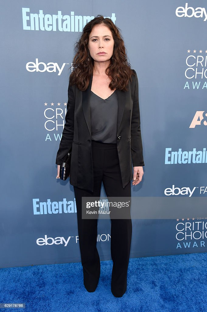 Actress Maura Tierney attends The 22nd Annual Critics' Choice Awards at Barker Hangar on December 11, 2016 in Santa Monica, California.
