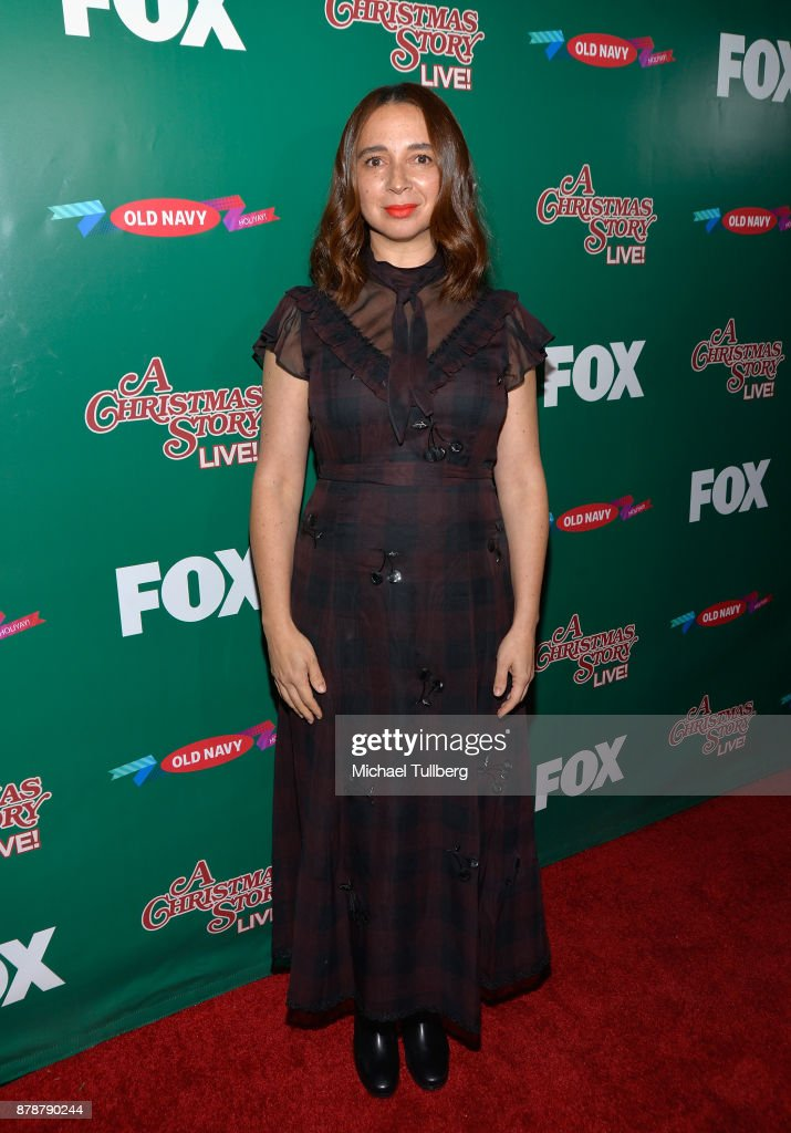Actress Maya Rudolph attends FOX's 'A Christmas Story Live!' Lighting Event featuring the leg lamp at The Grove on November 24, 2017 in Los Angeles, California.