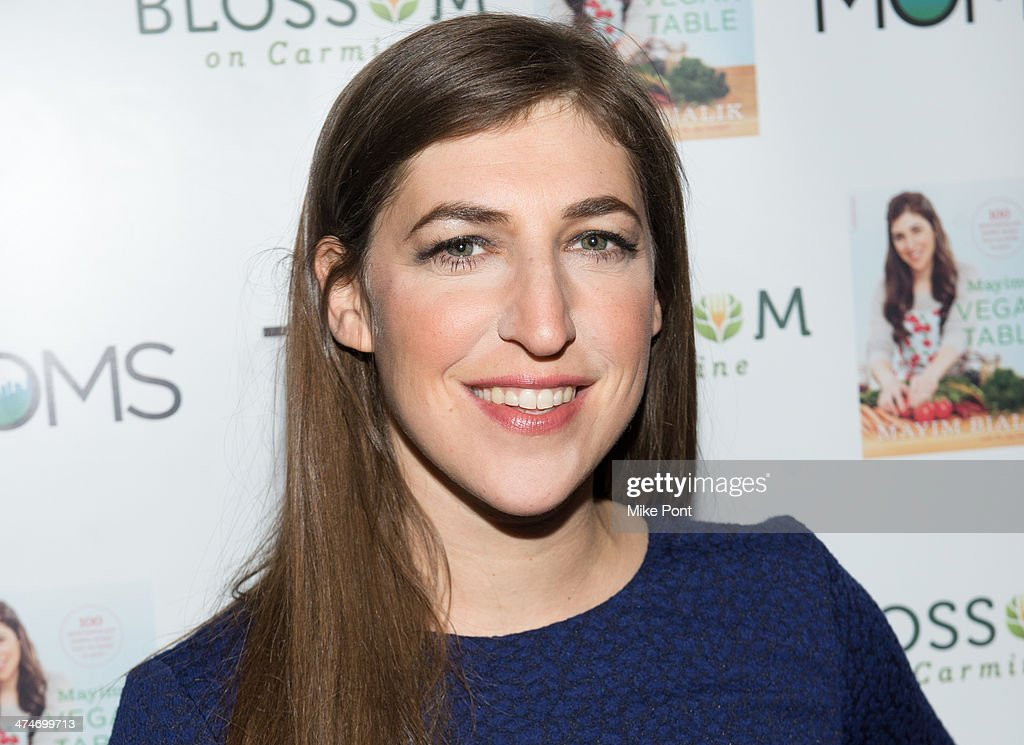 Mamarazzi Presents The Moms & Mayim Bialik : News Photo