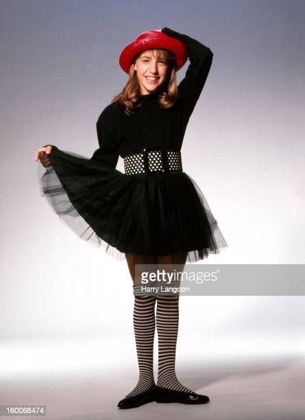 Actress Mayim Bialik poses for a portrait circa 1990 in Los Angeles California