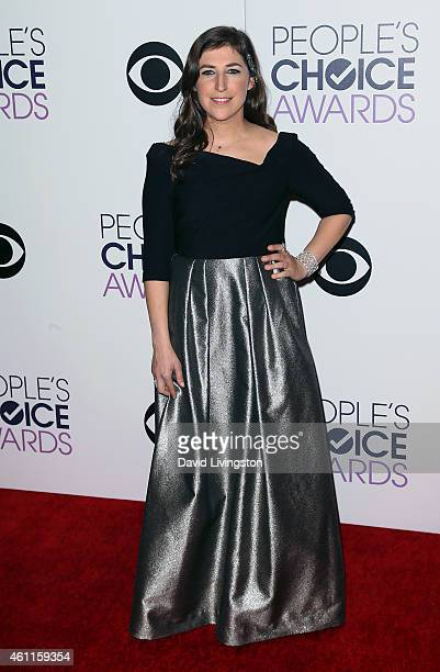 Actress Mayim Bialik poses in the press room at the 2015 People's Choice Awards at the Nokia Theatre L.A. Live on January 7, 2015 in Los Angeles,...