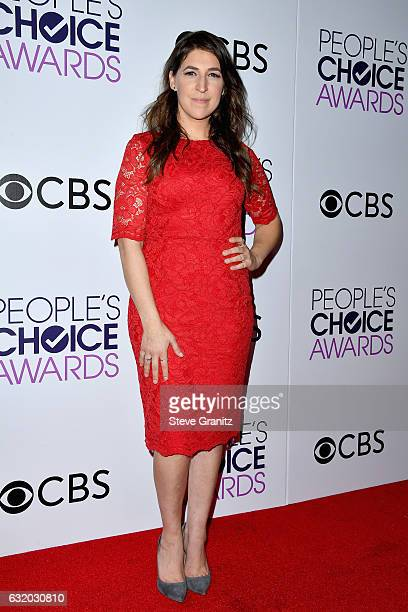 Actress Mayim Bialik poses in the press room during the People's Choice Awards 2017 at Microsoft Theater on January 18 2017 in Los Angeles California